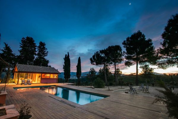 wellnes-retreat-SAO-VIAJES-NATURALES-VISTA-noche-piscina